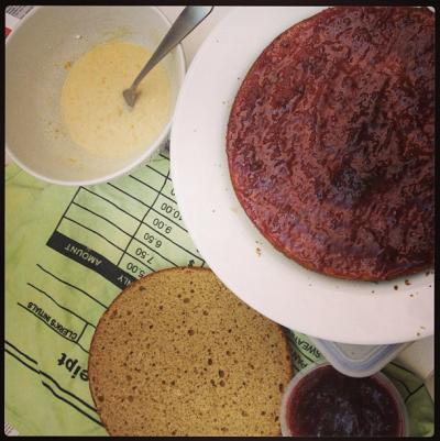 Ginger sponge with jam